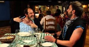 """Karra Elejalde (Koldo) y Dani Rovira (Rafa) en una escena de 'Ocho apellidos vascos"""""""