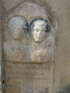 Estela funeraria reutilizada en el muro exterior de la iglesia de Saint-Martin, Cazaril-Laspènes, Haute-Garonne, France. CIL XIII, 342: Hotarri Orcotarris f(ilio) / Senarri Eloni filiae / Bontar Hotarris f(ilius) ex testamento